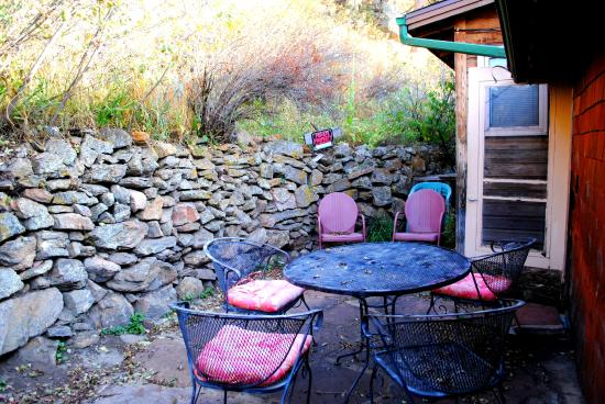 Misty Mountain Lodge: Our private patio on our visit from the Fall 2014