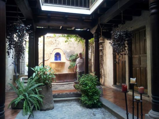 Posada El Antano: One of the inner patio areas of the hotel