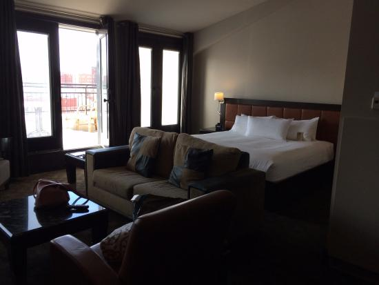 Hotel Place d'Armes: Cozy bed