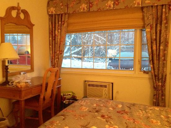 The Inn at the Beeches: Charming, spotless rooms!