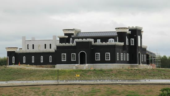 Otaki, Yeni Zelanda: Dot's castle on its way to completion.  To be coated with the local golden Oamaru stone