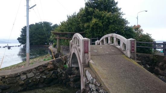 Omura Bay: 大村市前船津地区にある寺島。大河ドラマのロケ地になりました❗