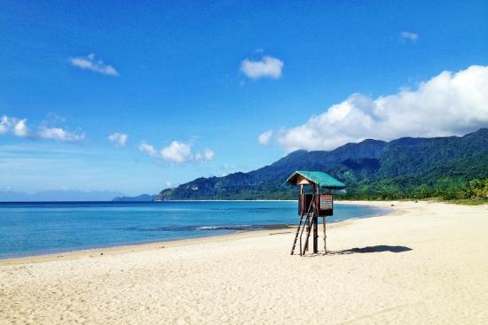 Dinadiawan Beach: The long drive to this beach is worth it.