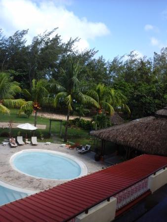 Tarisa Resort & Spa: side view