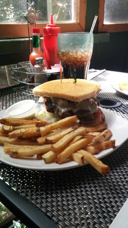 Brookside Cafe: Mushroom Burger & Fries