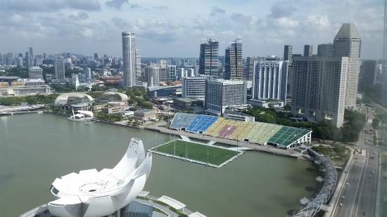 Piscine d bordement picture of marina bay sands for Piscine a debordement