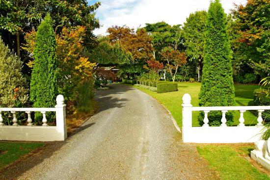 Somersal Bed & Breakfast / Wedding Venue: Grand entrance