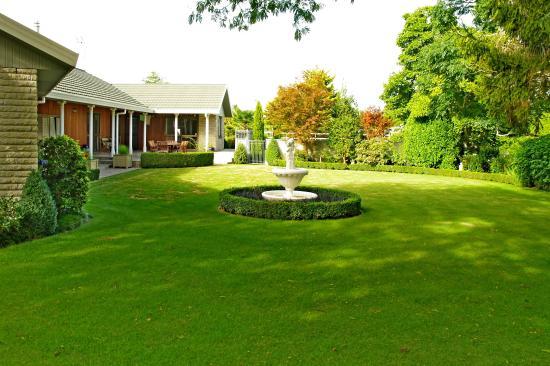 Somersal Bed & Breakfast / Wedding Venue: Wonderful garden