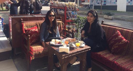 Lamp Hotel: Très bon petit déjeuner sur la terrasse !
