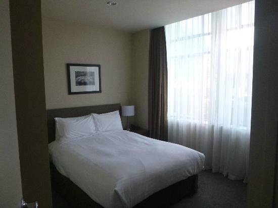 Scenic Hotel Auckland : Separate bedroom