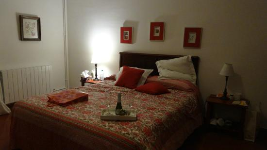 Imagine Bed & Breakfast : Our room (no.1) with a nice surprise made by Goncalo for us
