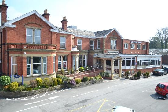 Alma Lodge Hotel: Taken from the front of the building using a portable mast