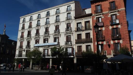 Hostal la Perla Asturiana: Das Hotel (weiß)
