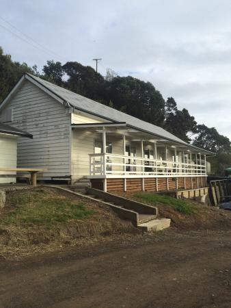 Waihau Bay Lodge: The external building