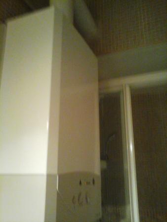Good Stay Madrid: banheiro minimo e cheio de aparelhos