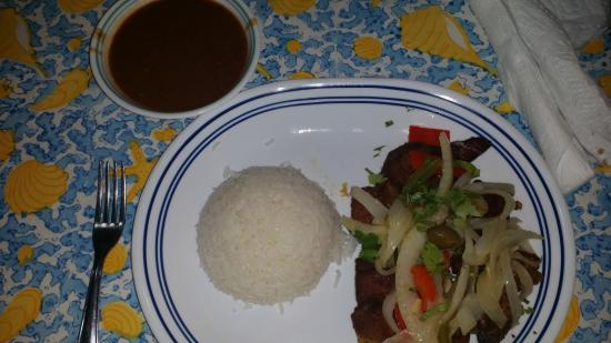 El Caobo: carne frita con arroz y habichuelas
