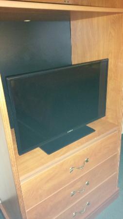 Days Inn ST. Augustine West: Amenities, flat panel TV