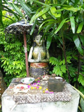 statue dans le jardin de l'hôtel