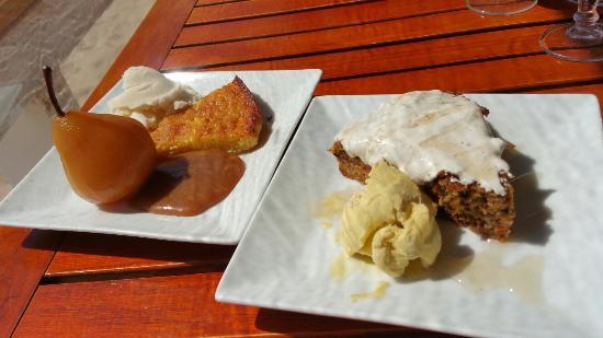 Les Canetons: Gâteau carotte, Canelle et glace vanille, Humburger de ribs de porc
