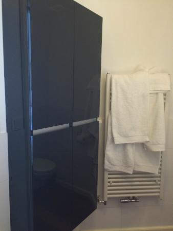 The Old Lady : bathroom