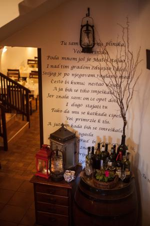 Restoran Lanterna na Dolcu: The entrance to the old cellar