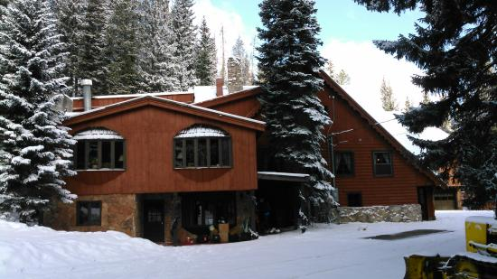TimberHouse Ski Lodge: Front elevation