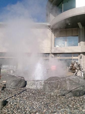 諏訪湖間欠泉センター, 間欠泉噴出中