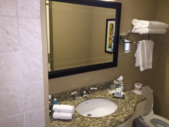 Omni bathroom decor picture of omni richmond hotel for Bathroom accessories location