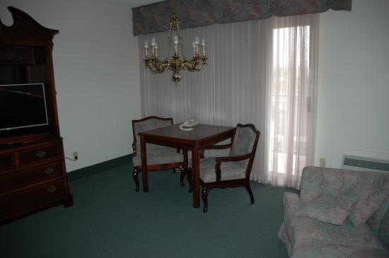River Terrace Inn: Seating Area