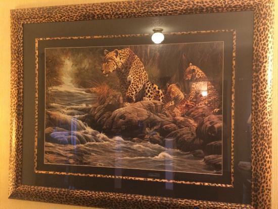 Roosevelt Inn & Suites: Leopard decor motif