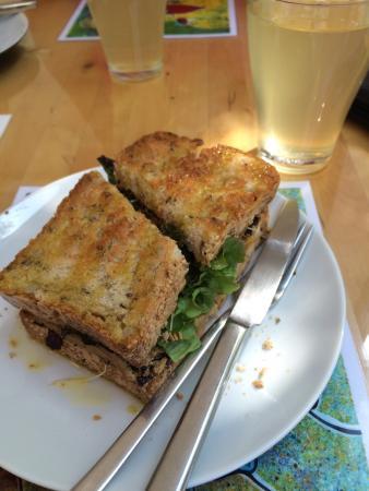 Quintal Bioshop: Outstanding yummy vegan/vegetarian sandwiches!