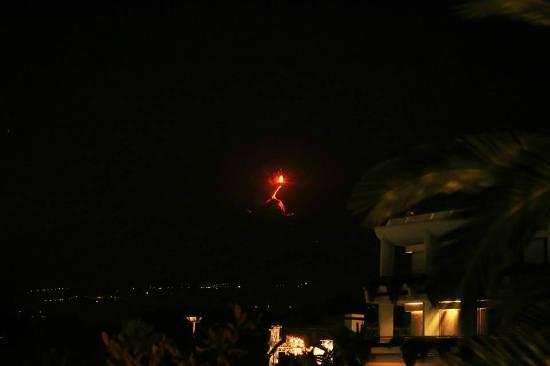 Atahotel Naxos Beach: Etna i udbrud