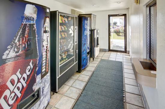 Motel 6 Denton: Vending