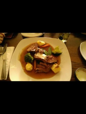 Traveller's Rest Grasmere : Pan fried Lamb........beautifully cooked!