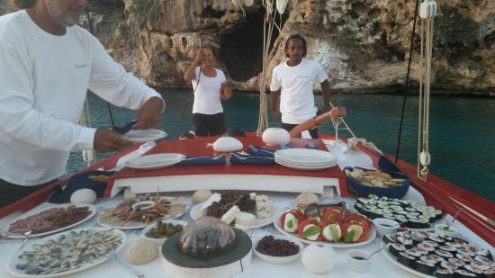 Tradition Sailing Charters: Full range of gourmet hor d'ouvres