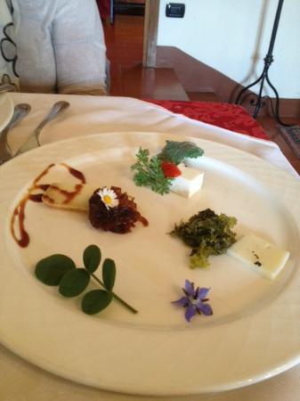 I Muretti: antipasto formaggi e formagelle al miele sapa e fiori