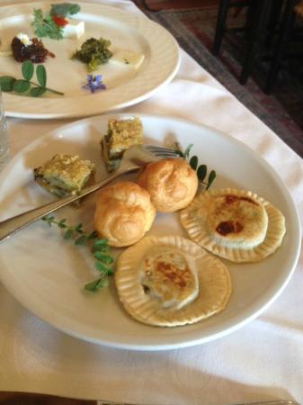 I Muretti: fagottino alle erbe, tortino ai porri,bignè al patè d'orto