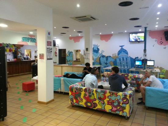Mad Hostel: Chill out area