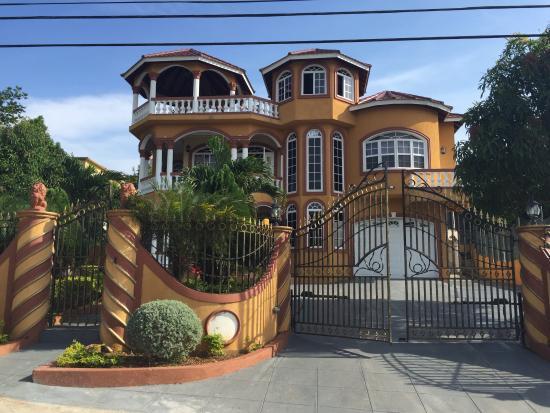 Cazwin Villas