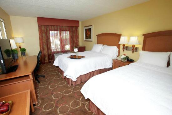 Hampton Inn Tropicana: Double Beds Standard