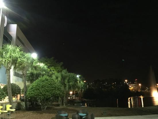 Doubletree by Hilton Hotel Jacksonville Airport: Outdoor View of Hotel