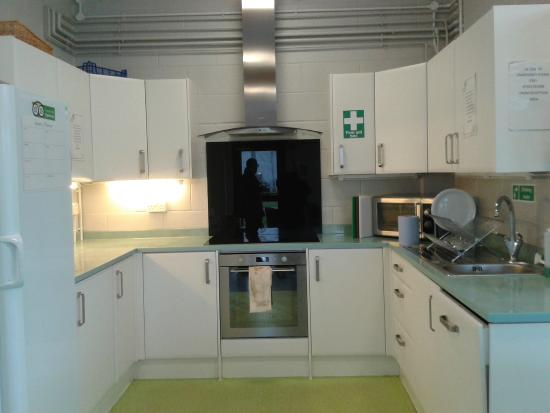 Stay Green Edenbridge: Communal kitchen area