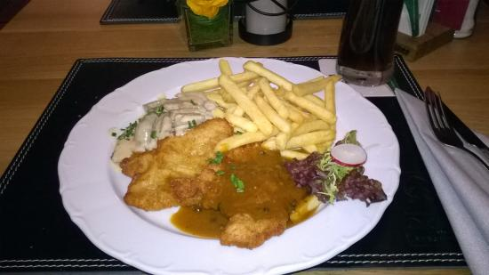 schnitzel teller photo de drago restaurant essen tripadvisor. Black Bedroom Furniture Sets. Home Design Ideas
