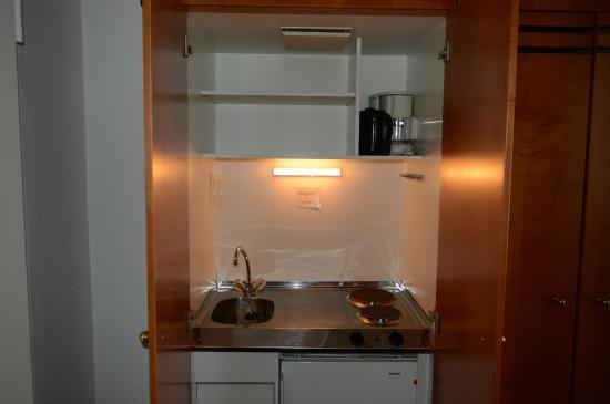 Die Küche im Schrank - Bild von Novum Apartment Hotel am Ratsholz ...