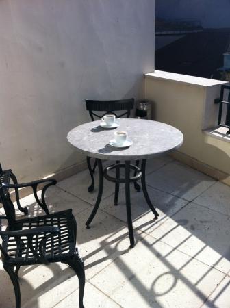 Gravis Suites: Sunny terrace on 5th floor.