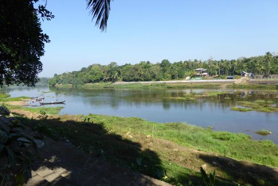 Malakkarethu House: View onto river from grounds
