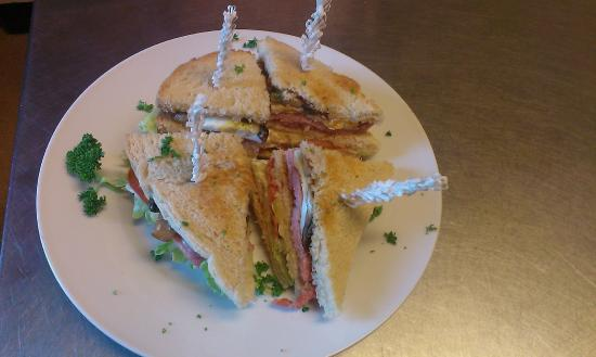 The Woodlands Hotel : breakfast option : Woodlands breakfast club sandwich