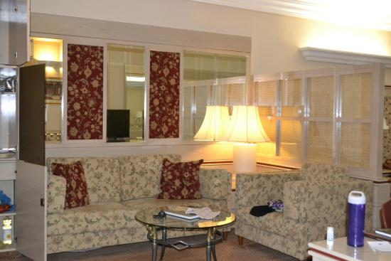 Holiday Suites : living area