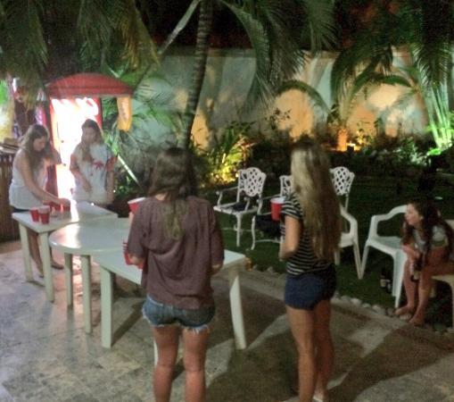 Hostel Quetzal : Beer Pong