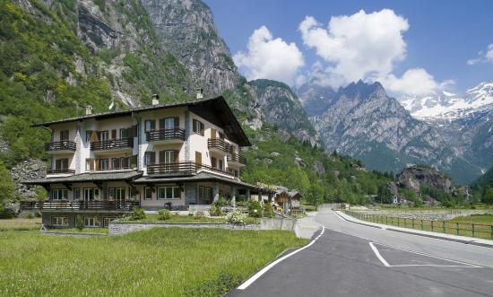 Hotel Sasso Remenno: Situato alle porte della Val di Mello